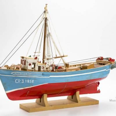 model de barca d'arrossegament